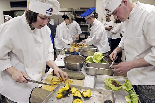 kuchaři při práci