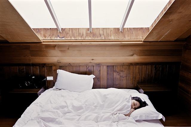 spaní v podkroví