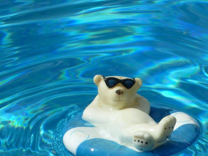 plovák v bazénu